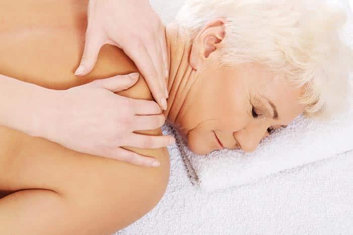 massage personne fragile maladie vieillesse